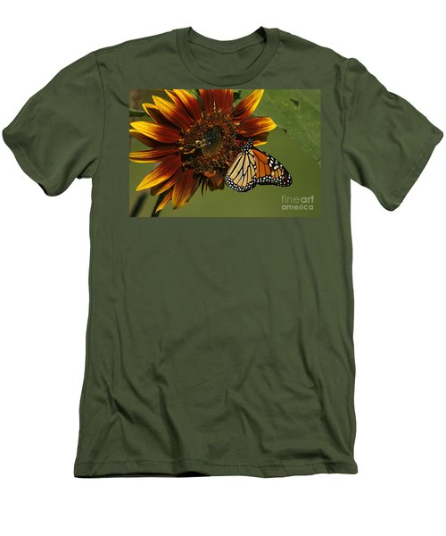 Monarch And The Bee Men's T-Shirt (Athletic Fit)