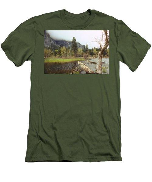 Yosemite Men's T-Shirt (Athletic Fit)