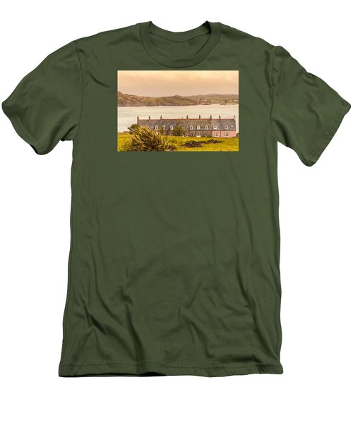 Isle Of Iona Men's T-Shirt (Athletic Fit)