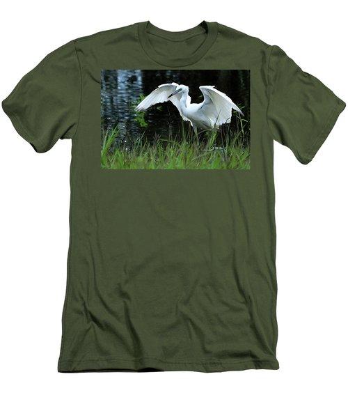 Little Blue Heron Hunting - Digitalart Men's T-Shirt (Athletic Fit)
