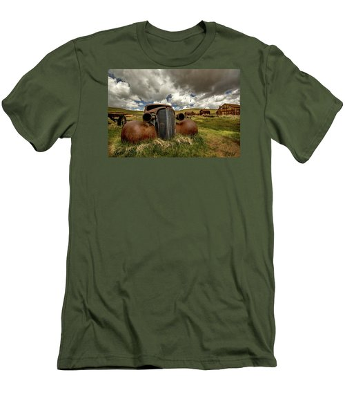 Old Jalopy Bodie State Park Men's T-Shirt (Athletic Fit)
