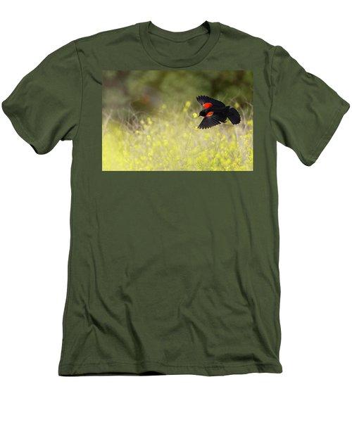 Red Winged Blackbird In Flight Men's T-Shirt (Athletic Fit)