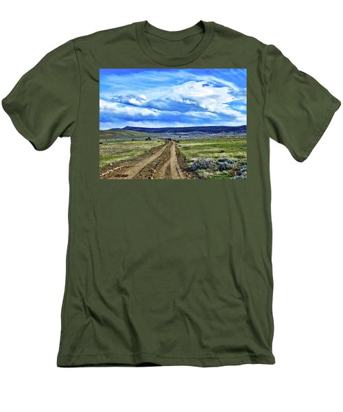 Room To Roam - Wyoming Men's T-Shirt (Slim Fit) by L O C