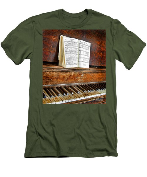 Vintage Piano Men's T-Shirt (Athletic Fit)