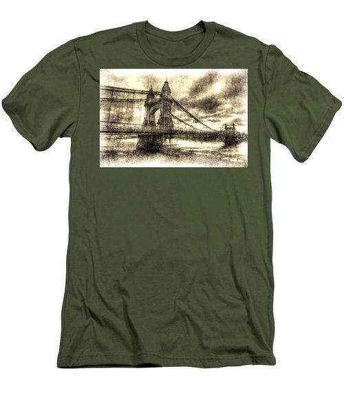 Hammersmith Bridge London Vintage Men's T-Shirt (Athletic Fit)
