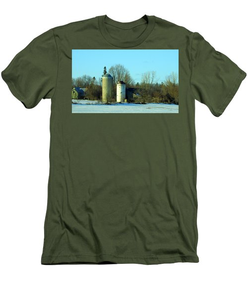 Abandoned Farm Men's T-Shirt (Athletic Fit)