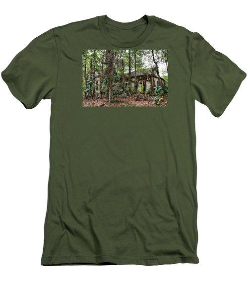 Abandoned House In Alabama Men's T-Shirt (Slim Fit)