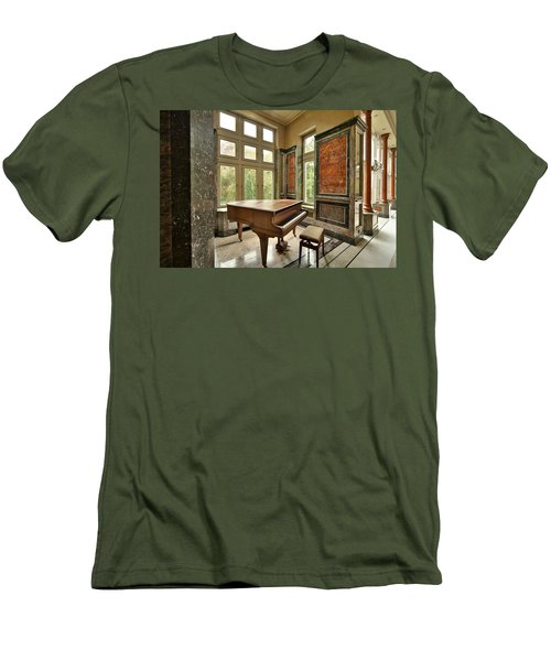 Abandoned Piano - Urban Exploration Men's T-Shirt (Athletic Fit)