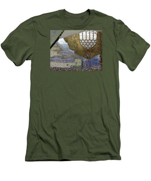 Abbey Ruins - Edinburgh Men's T-Shirt (Athletic Fit)