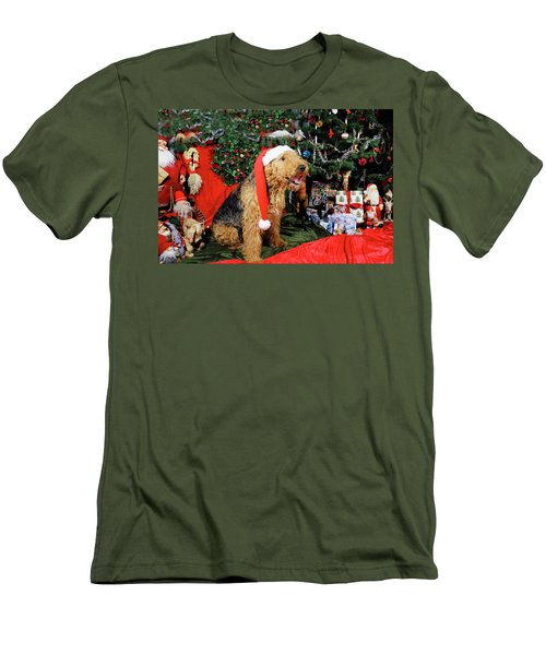 Airedale Terrier Dressed As Santa-claus Men's T-Shirt (Athletic Fit)