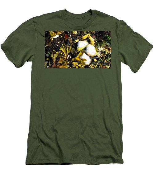 Alaska Clams Men's T-Shirt (Athletic Fit)