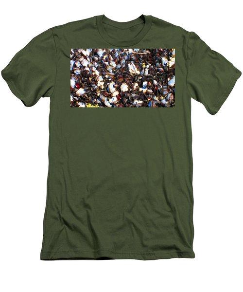 Alaska Clams2 Men's T-Shirt (Athletic Fit)