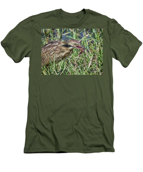 Am Bittern And Crayfish Men's T-Shirt (Athletic Fit)