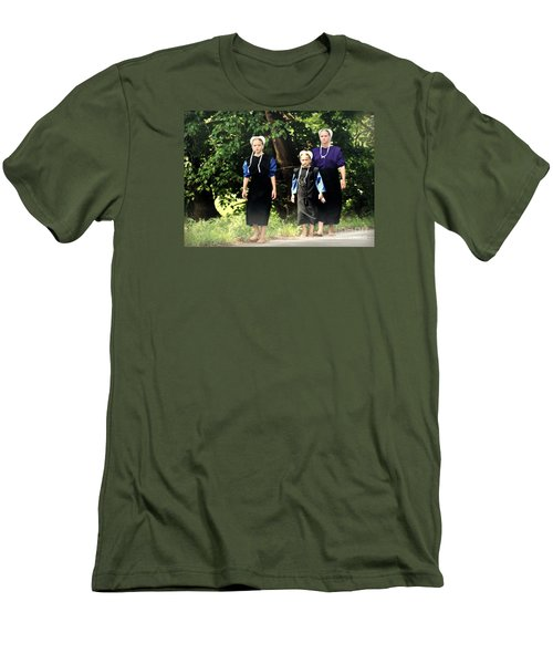 Amish Sisters Barefoot Stroll Men's T-Shirt (Athletic Fit)