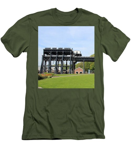 Anderton Boat Lift Men's T-Shirt (Athletic Fit)
