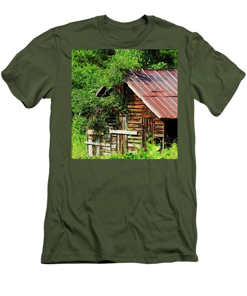 Men's T-Shirt (Athletic Fit) featuring the photograph At Home With The Trumpet Vine by Bellesouth Studio