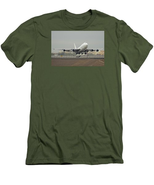 Atlas Air Boeing 747-45e-sf N473mc Phoenix Sky Harbor December 24 2015 Men's T-Shirt (Slim Fit) by Brian Lockett