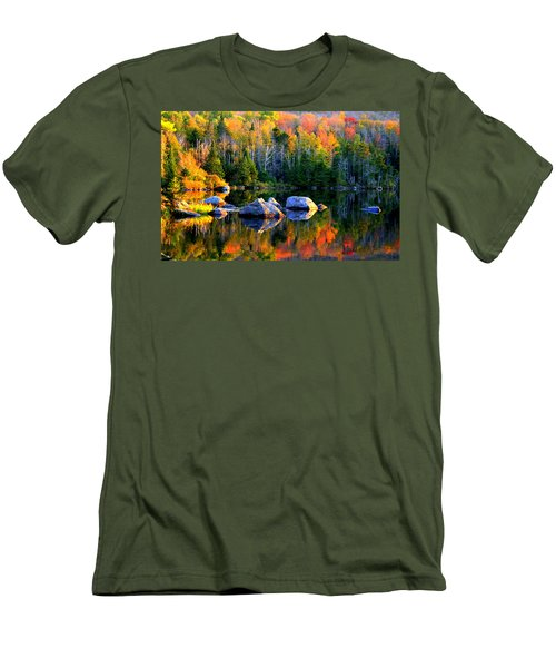 'autumn Reflections - Noyes Pond' Men's T-Shirt (Athletic Fit)
