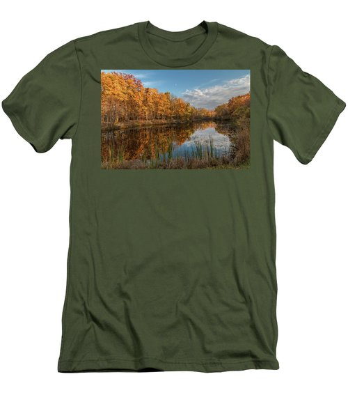 Beyer's Pond In Autumn Men's T-Shirt (Athletic Fit)