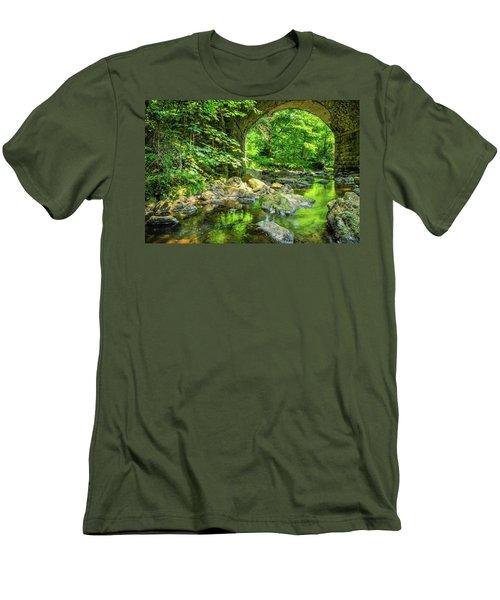 Boola Bridge  Men's T-Shirt (Athletic Fit)
