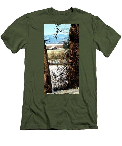 Carlton Barn Men's T-Shirt (Athletic Fit)
