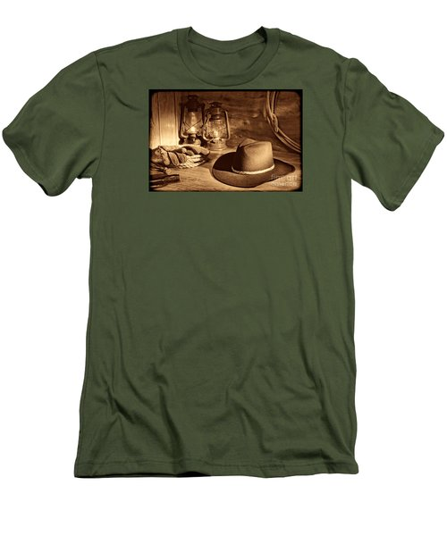 Cowboy Hat And Kerosene Lanterns Men's T-Shirt (Athletic Fit)