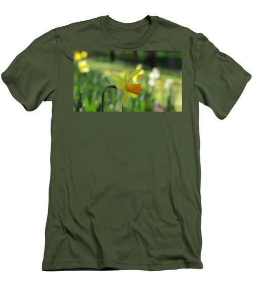 Daffodil Side Profile Men's T-Shirt (Athletic Fit)