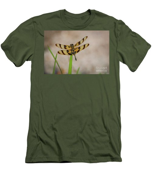 Dragonfly On Grass Men's T-Shirt (Athletic Fit)