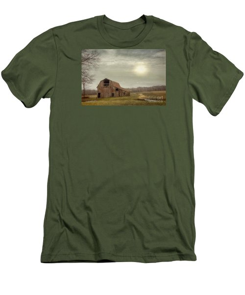 Faded Red Barn Men's T-Shirt (Athletic Fit)