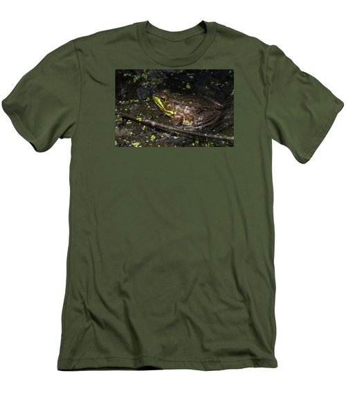 Frog Closeup Men's T-Shirt (Athletic Fit)
