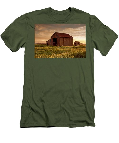 Galt Barn At Sunset Men's T-Shirt (Athletic Fit)