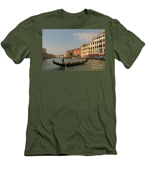 Grand Canal Gondola Men's T-Shirt (Athletic Fit)