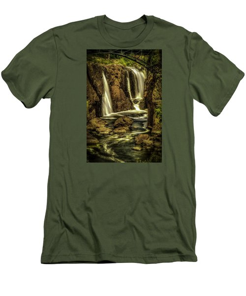 Great Falls Close Up Men's T-Shirt (Athletic Fit)