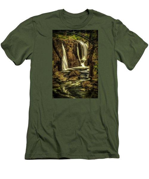Great Falls Close Up Men's T-Shirt (Slim Fit)