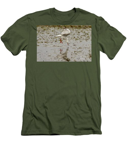 Gull Fishing 01 Men's T-Shirt (Athletic Fit)