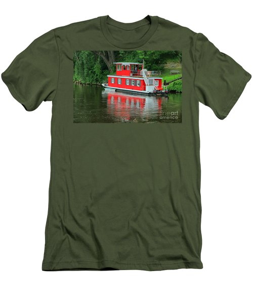 Houseboat On The Mississippi River Men's T-Shirt (Athletic Fit)
