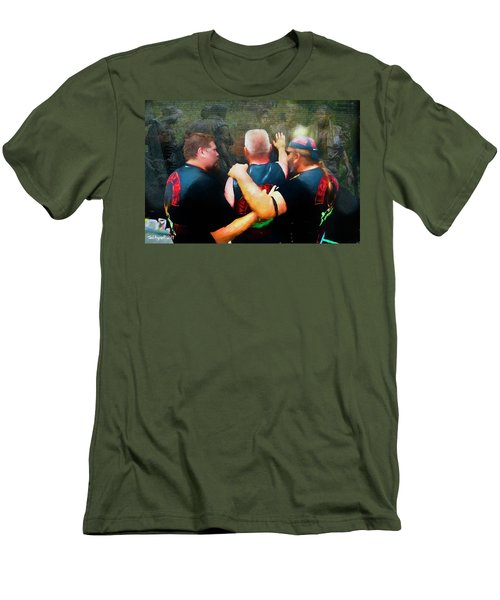 In Honour Of Those Who Serve Men's T-Shirt (Athletic Fit)
