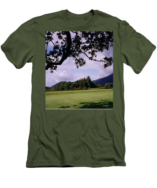 Ireland View Men's T-Shirt (Athletic Fit)