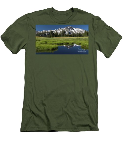 Kuna Crest Men's T-Shirt (Athletic Fit)