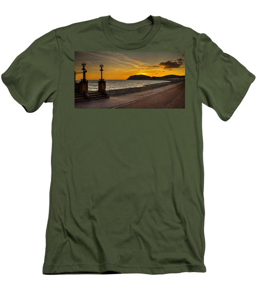 Llandudno Promenade And Little Orme Men's T-Shirt (Athletic Fit)