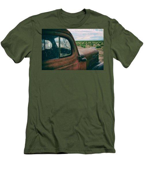 Looking West Men's T-Shirt (Athletic Fit)