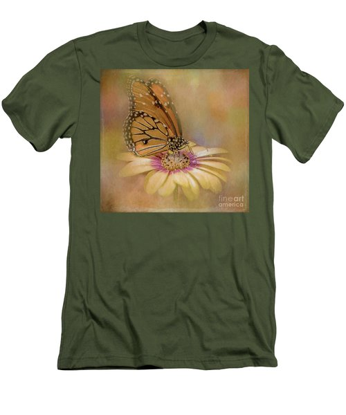 Monarch On A Daisy Mum Men's T-Shirt (Athletic Fit)