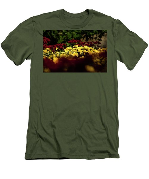 Mums Men's T-Shirt (Slim Fit) by Jay Stockhaus