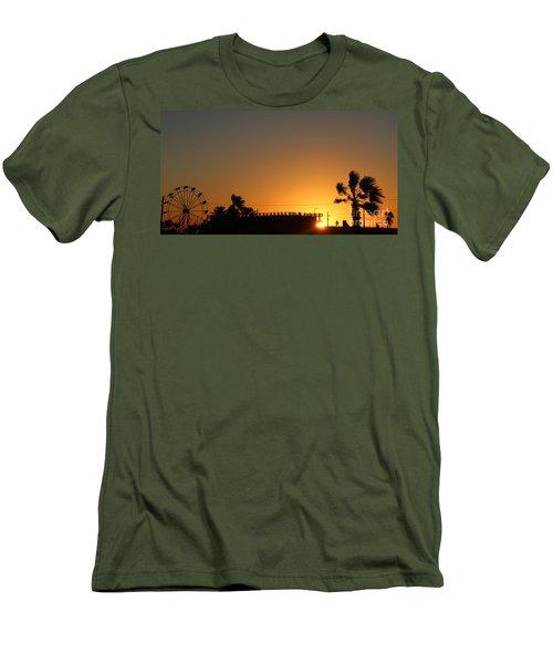 North Beach Sunset Men's T-Shirt (Slim Fit)