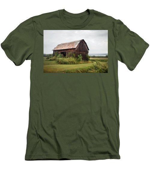 Old Barn On Seneca Lake - Finger Lakes - New York State Men's T-Shirt (Slim Fit) by Gary Heller