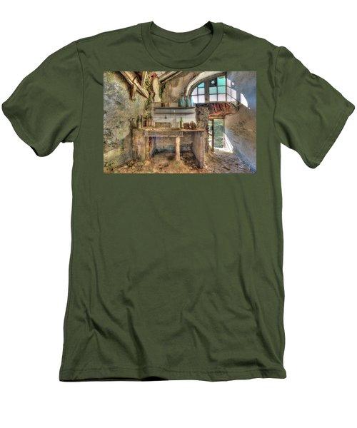 Old Kitchen - Vecchia Cucina Men's T-Shirt (Athletic Fit)