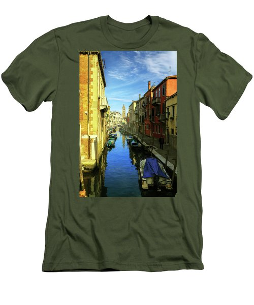one of the many Venetian canals on a Sunny summer day Men's T-Shirt (Athletic Fit)