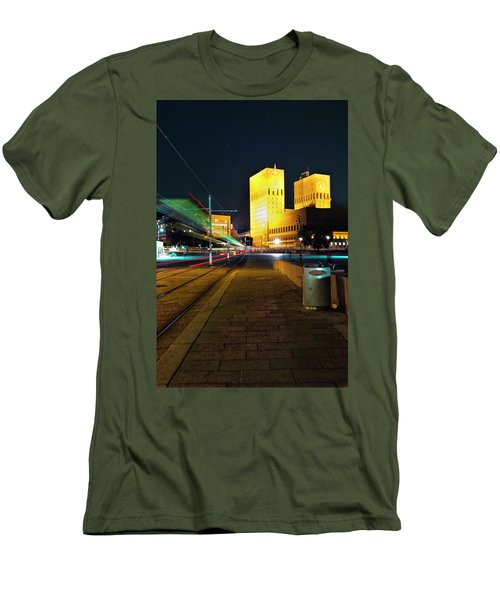 Oslo Town Hall Men's T-Shirt (Athletic Fit)