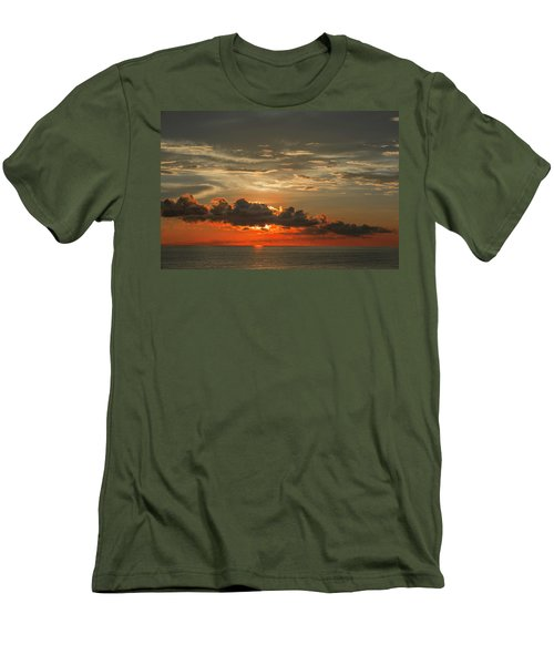 Red Sunset And Dark Clouds Above Sea Men's T-Shirt (Athletic Fit)