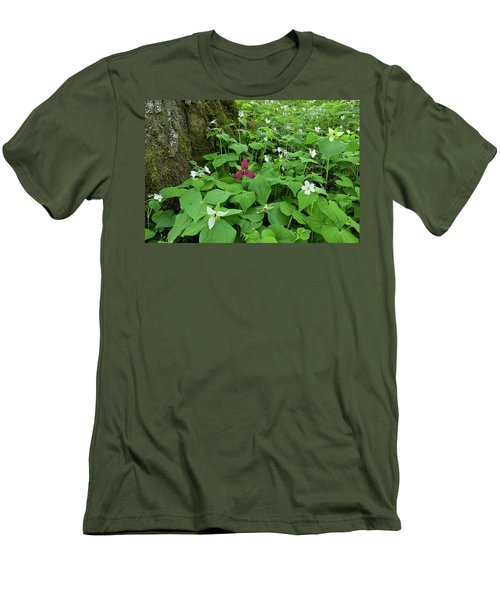 Red Trillium At Center Men's T-Shirt (Athletic Fit)